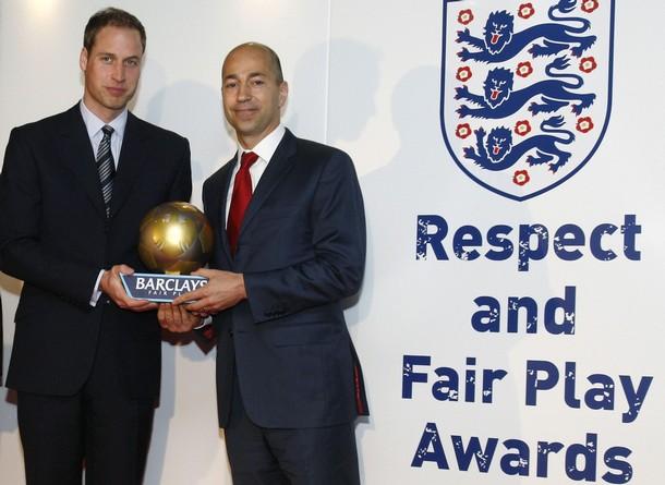 Gazidis with FPL trophy