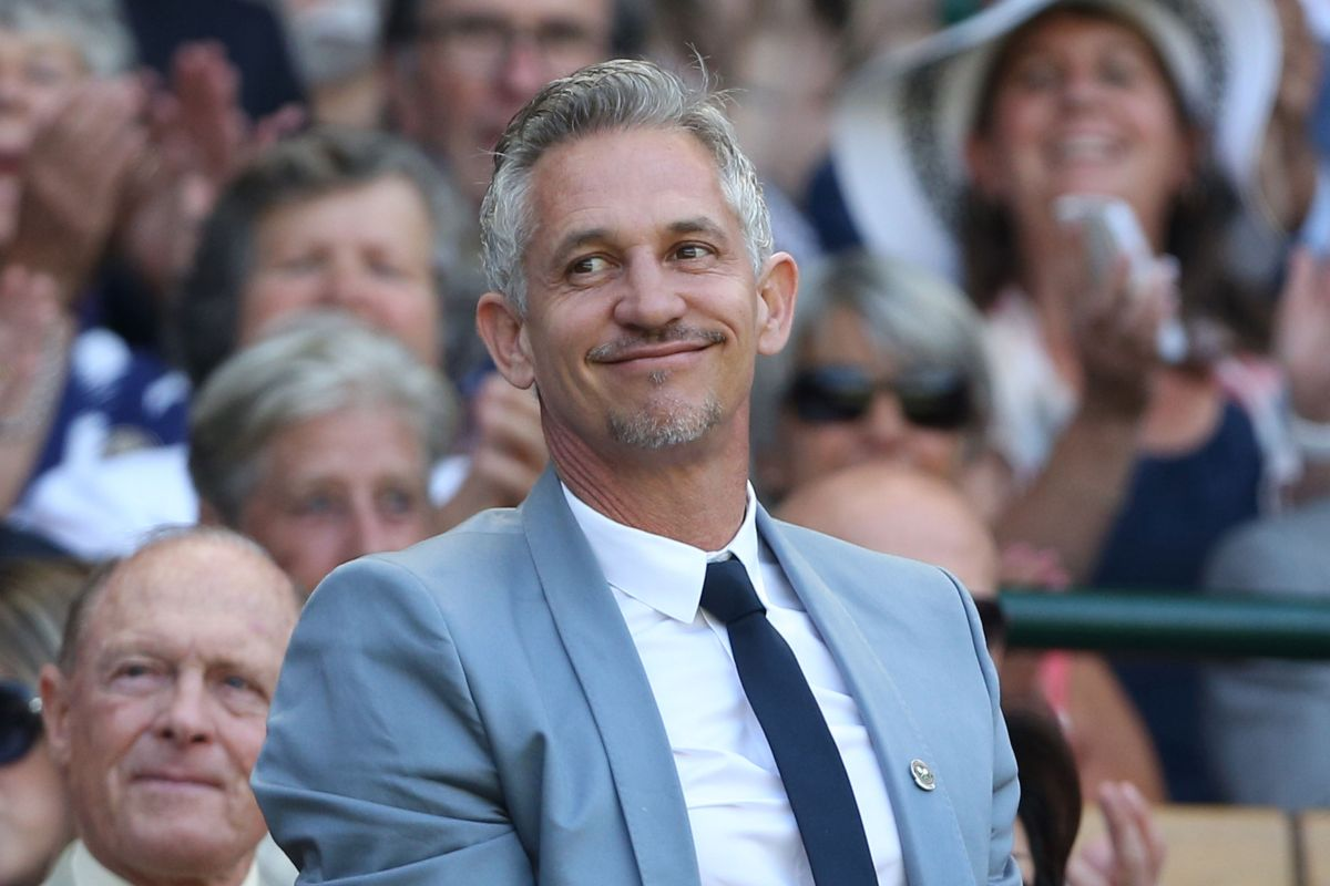 Gary Lineker reacts to Arsenal winning 4-1 vs Palace without Sanchez
