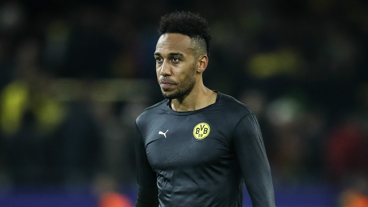 Arsenal star sends out hint about Aubameyang transfer